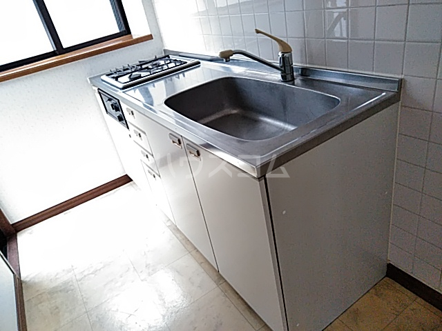 コンフォーレ 204号室のキッチン