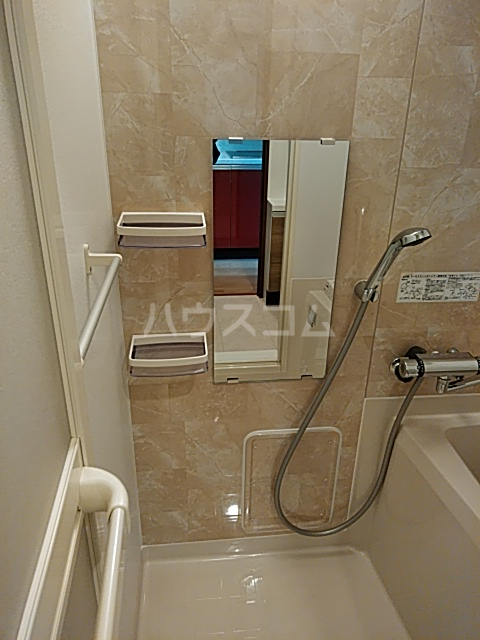 ウェルスクエアイズム奥沢 101号室の風呂