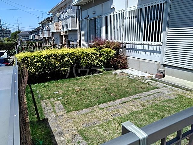 プライムガーデン仲町台A棟の庭