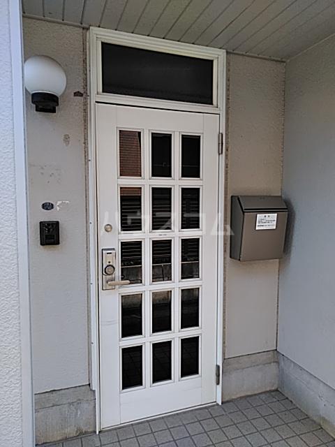 プライムガーデン仲町台A棟の玄関