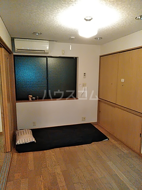 プリミネンス駒沢 A号室のリビング
