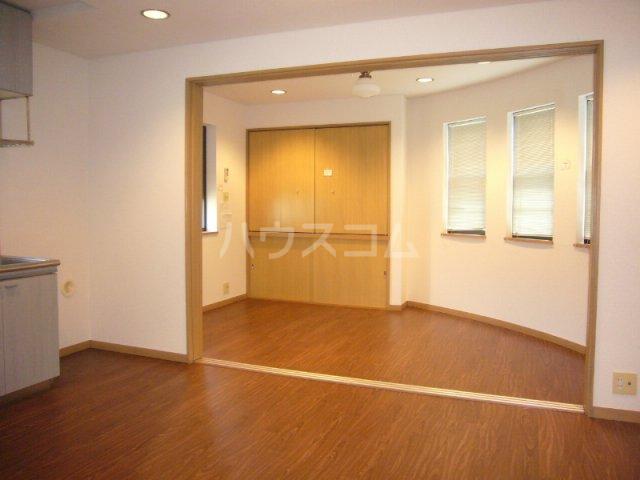 プリミネンス駒沢 B号室のリビング