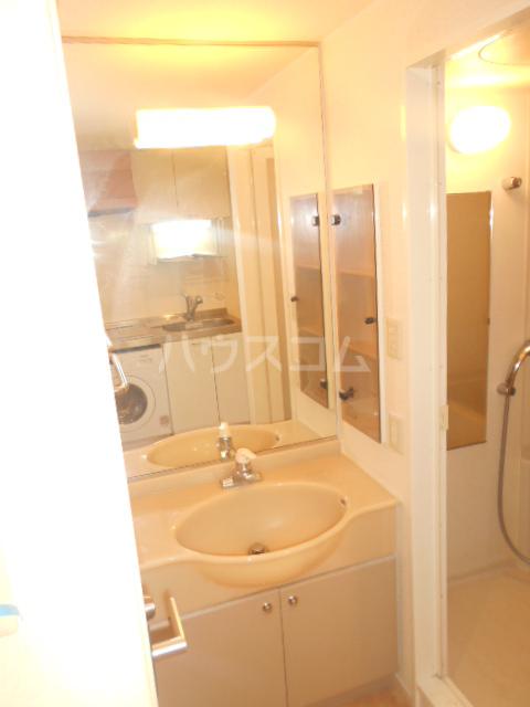 HF駒沢公園レジデンスTOWER 403号室の洗面所