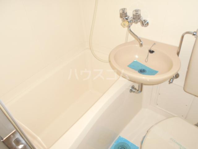 ハナブサマンション 303号室の風呂