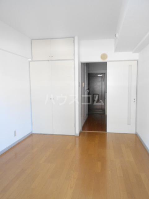 ハナブサマンション 303号室のリビング