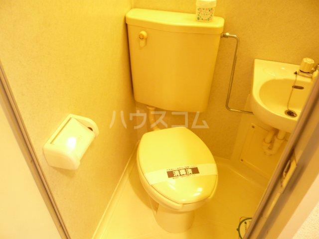 日神パレステージ三軒茶屋 409号室のトイレ