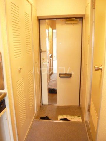 日神パレステージ三軒茶屋 409号室の玄関