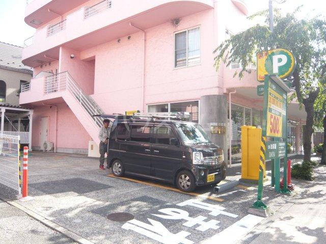 パストラル野沢壱番館 205号室の駐車場