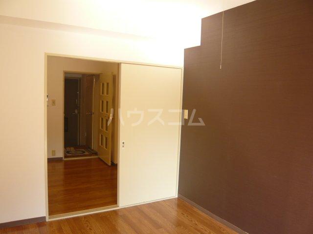 パストラル野沢壱番館 205号室のリビング