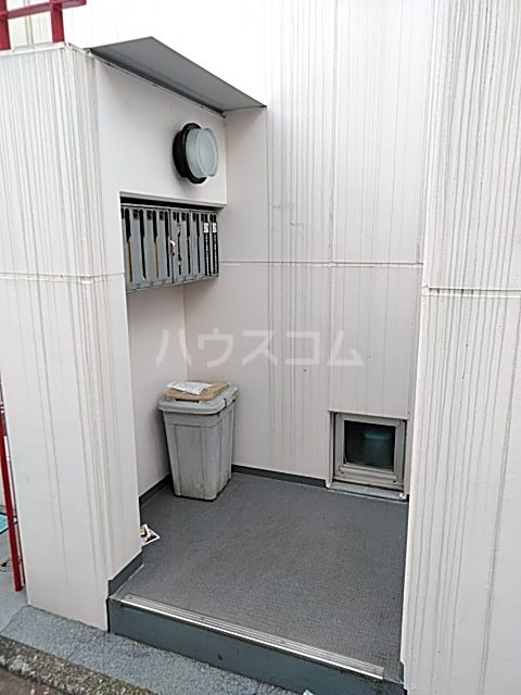 駒沢ハイツ 302号室のエントランス