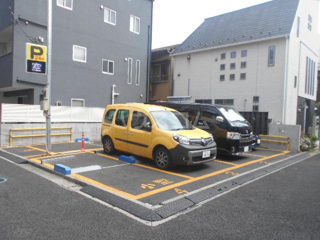 シャトレ・エルム 202号室の駐車場