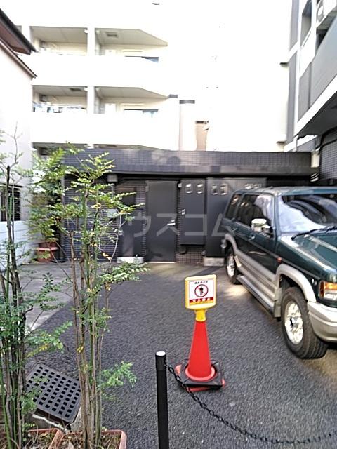 フィオーレ 401号室の駐車場