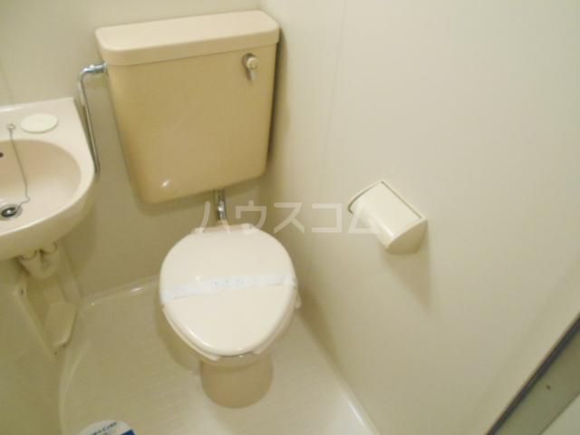 スカイコート駒沢公園 204号室のトイレ