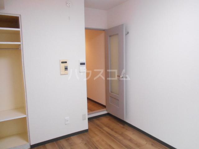 スカイコート駒沢公園 204号室のリビング