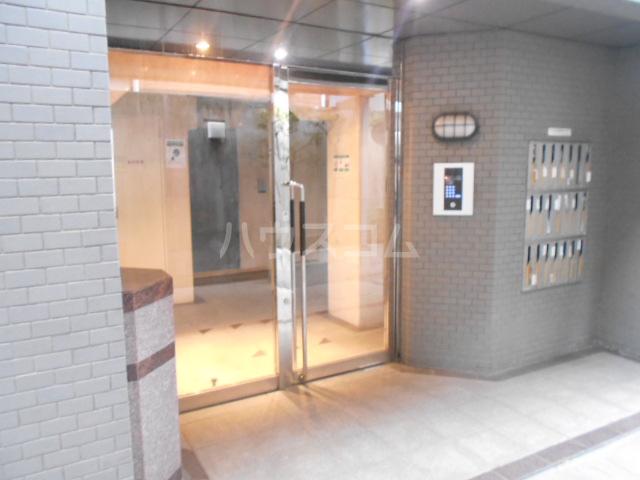 スカイコート駒沢公園 204号室のエントランス
