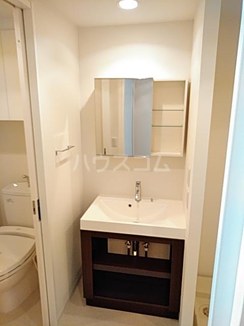アパートメンツ駒沢大学 206号室の洗面所