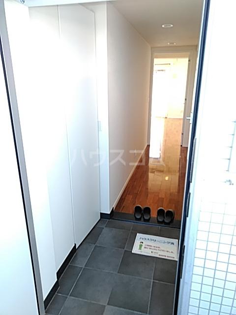 アパートメンツ駒沢大学 401号室の玄関