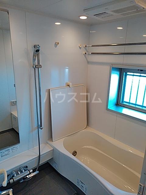 アパートメンツ駒沢大学 401号室の風呂