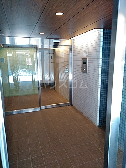 アパートメンツ駒沢大学 401号室のロビー