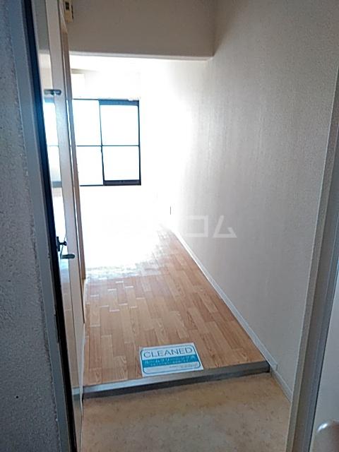 レジダンス・イン・三軒茶屋 405号室の玄関