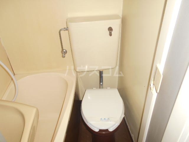 インデンス三軒茶屋Ⅲ 103号室のトイレ