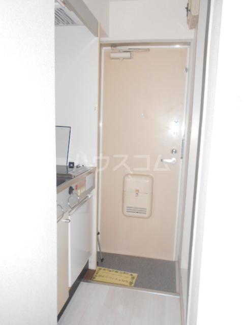 インデンス三軒茶屋Ⅲ 103号室の玄関