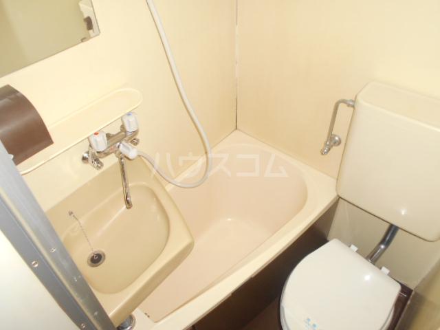 インデンス三軒茶屋Ⅲ 103号室の風呂