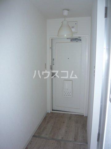 メゾン・ド・カナリ 306号室の玄関