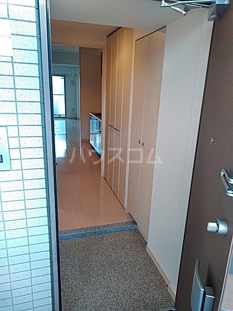 リヴェール三軒茶屋 303号室の玄関