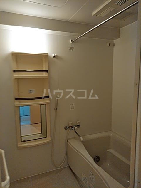 リヴェール三軒茶屋 303号室の風呂