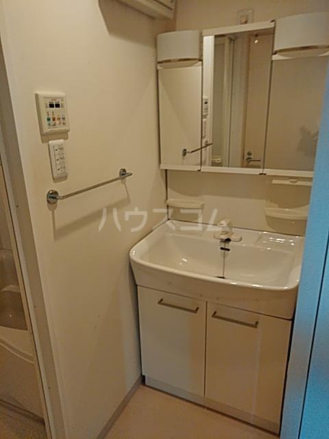 リヴェール三軒茶屋 303号室の洗面所