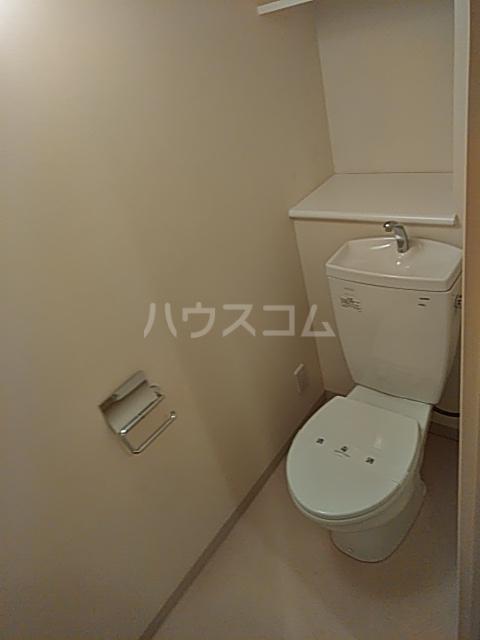 リヴェール三軒茶屋 303号室のトイレ