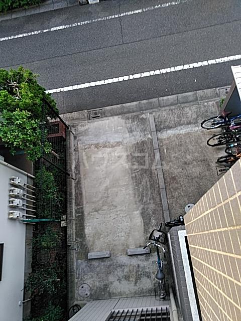リヴェール三軒茶屋 303号室の駐車場