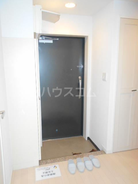 ロジェ三軒茶屋 205号室の玄関