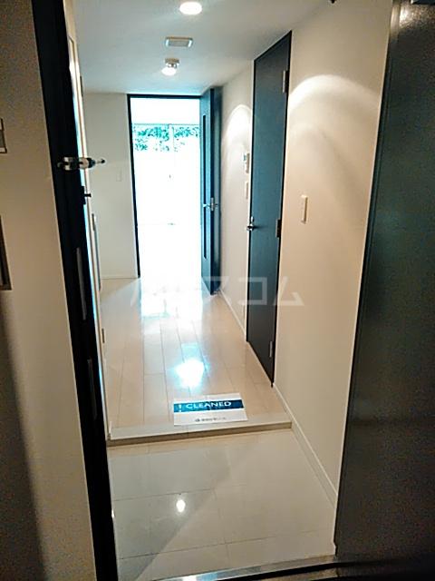 コンフォリア駒場 118号室の玄関