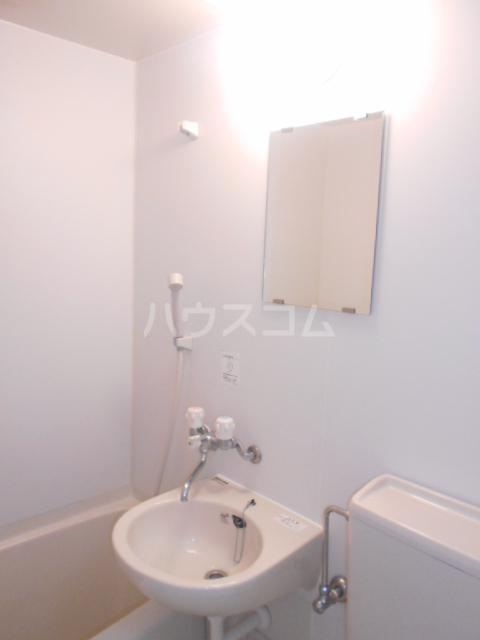 ゼロップ野沢 107号室の洗面所