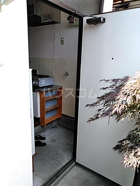 斉藤荘 102号室の玄関