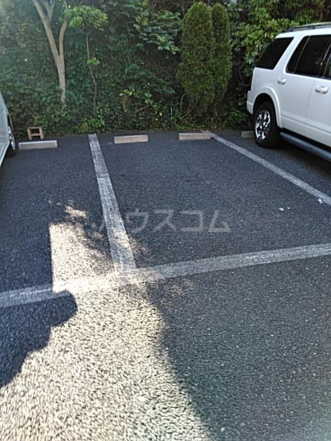 小林ハウス 4号室の駐車場