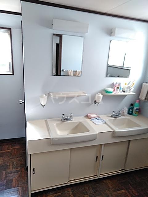 小林ハウス 4号室の洗面所