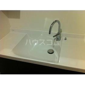 第12フォンタナ駒沢 201号室の洗面所
