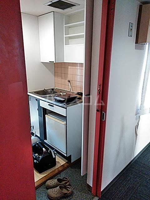 山手女子ハイツ 312号室の玄関