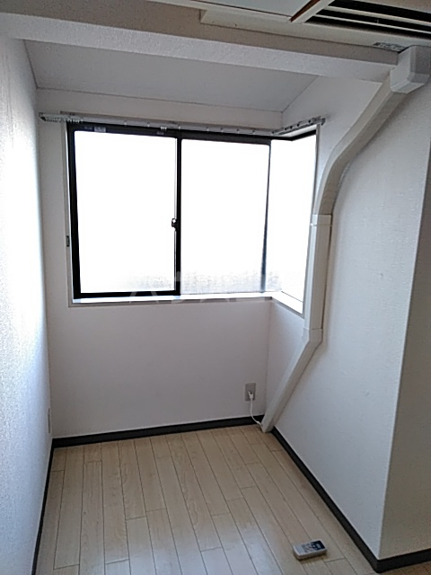 山手女子ハイツ 312号室のリビング