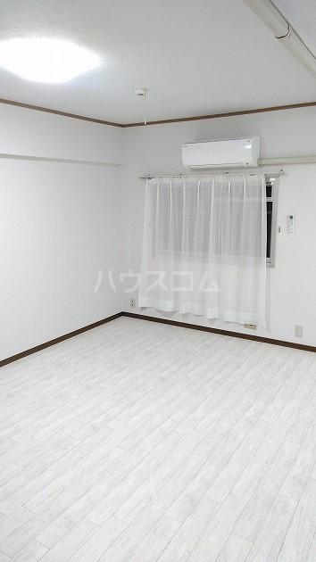 中銀世田谷マンション1号館 403号室のリビング