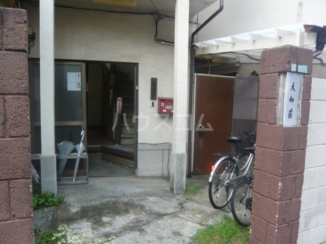 大和荘 本館 215号室のエントランス