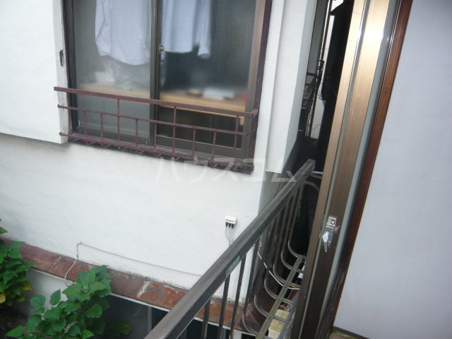 大和荘 本館 215号室のバルコニー