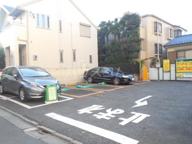 大和荘 本館 215号室の駐車場