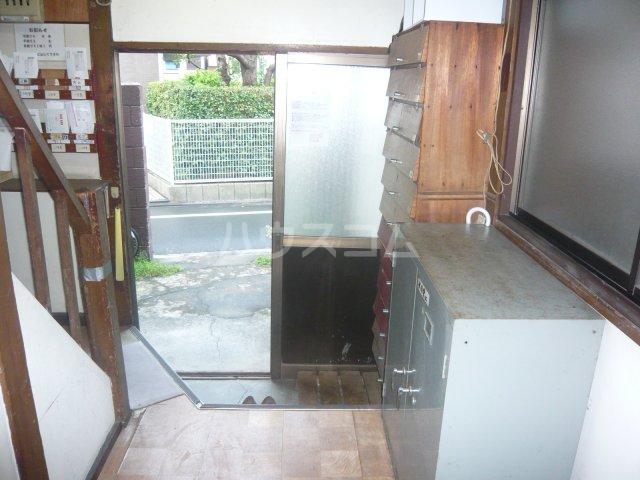 大和荘 本館 215号室の玄関