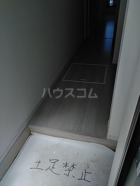 PRESI東が丘 103号室の玄関