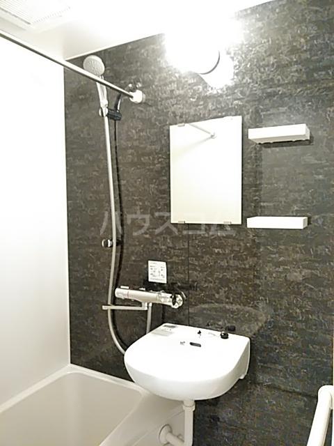 PRESI東が丘 206号室の風呂