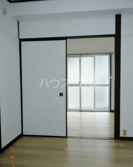 田中ビル 203号室のリビング